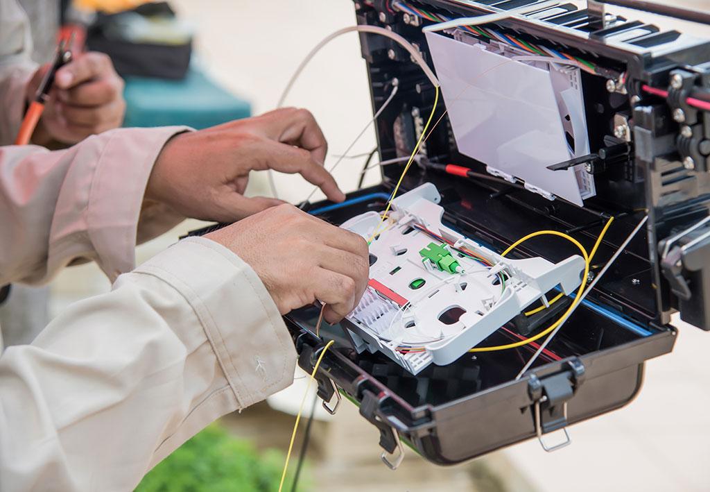 technicians-are-installing-fiber-optic-cabinets-P52QHVA